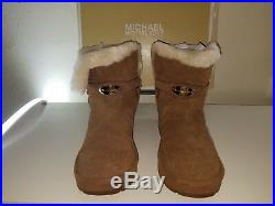 Michael kors boots size 8